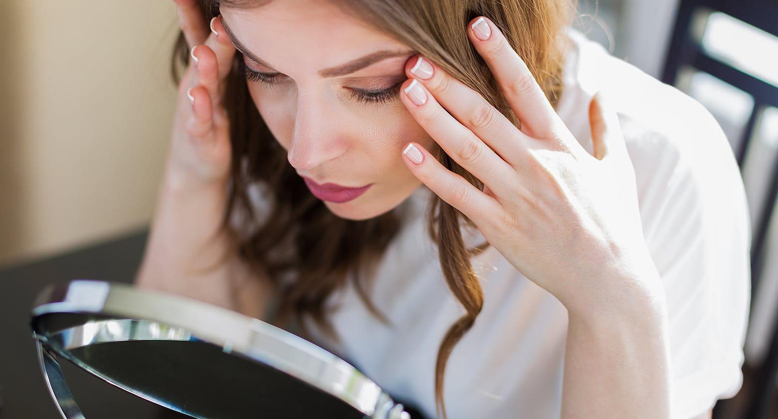 Productos para el cuidado de la piel con acné y antienvejecimiento, y recomendaciones de rutina