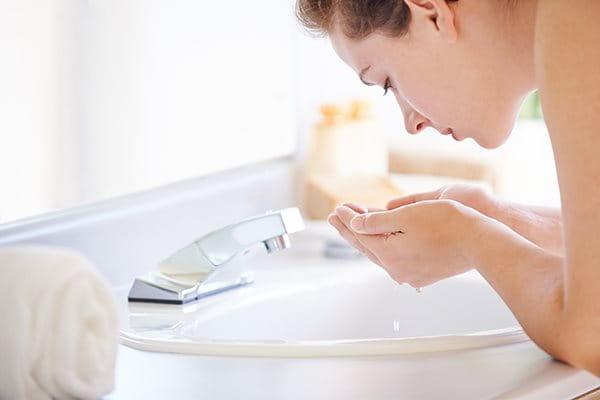 Pese atooppinen iho huolellisesti, mutta hellävaraisesti