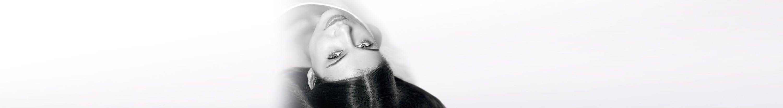 امرأة تعاني من ترقق الشعر