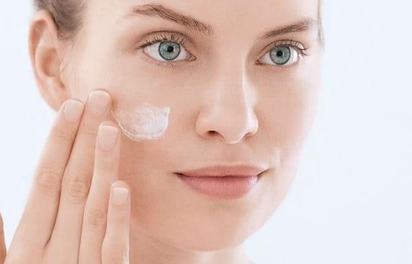 Vårda huden med en återfuktare