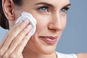 Utilize o Eucerin Emulsão de Limpeza