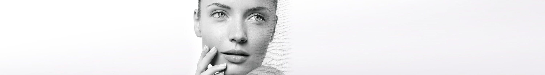 Mujer con piel facial seca