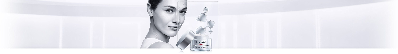 Women uses cream anti wrinkle cream