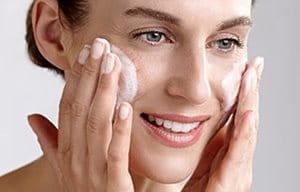 Použijte čistící gel nebo čistící mléko Eucerin
