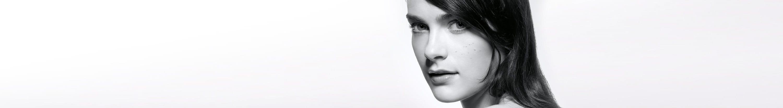 Chica con piel propensa al acné
