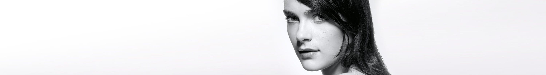 Jeune femme avec une peau à tendance acnéique