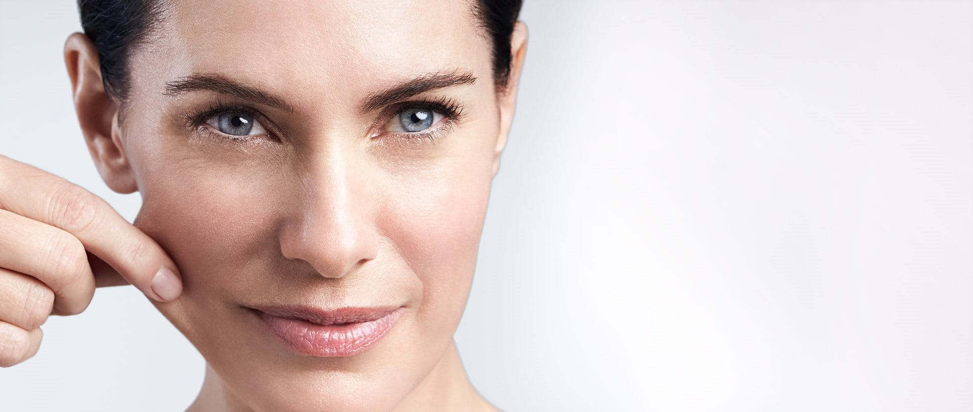 Старееща кожа - Загуба на еластичност и дълбоки бръчки..