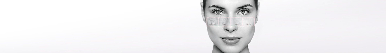 Een vrouw met beginnende hyperpigmentatie op de huid wordt verzorgd