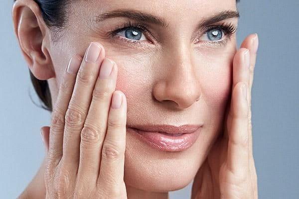 Appliquez Eucerin Anti-Age Sun Protection