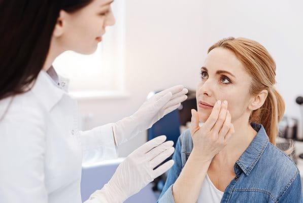 Aknespecialista orvos: mikor kell felkeresni?